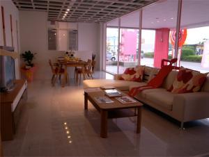 Casa Cube Room
